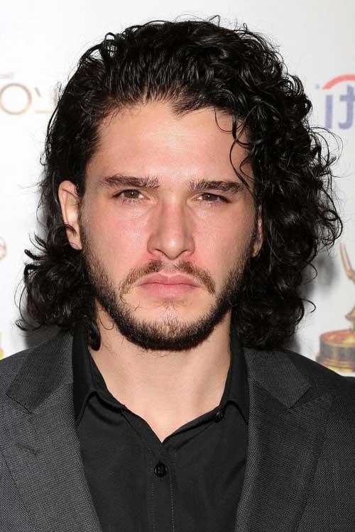 cabelo cacheado masculino de ator de game of thrones