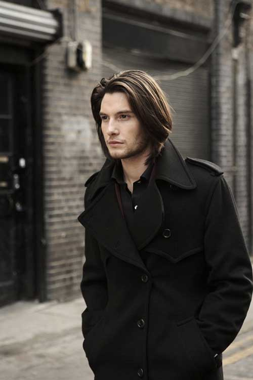 penteado bonito masculino em cabelo liso nos ombros
