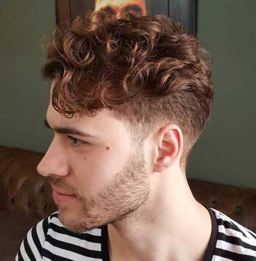 cabelo com ondas no topo e curto dos lados
