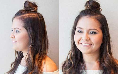 foto de cabelos top knot com fios soltos