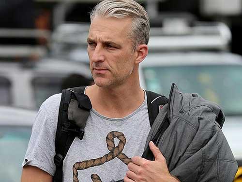 cabelo cinza em homem