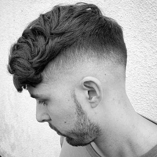 cabelo mediano para homem de fios ondulados