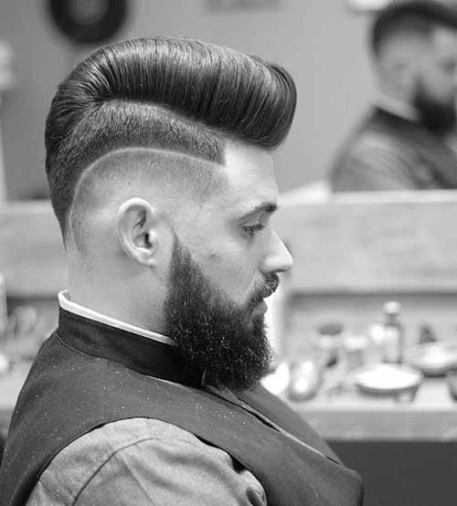 penteado tipo topete pompadour com risca feita com navalha