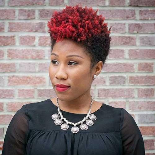 cabelo afro vermelho em negra