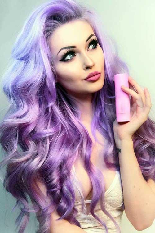 foto de cabelo tingido de violeta