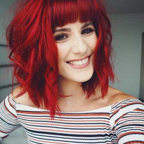 madeixas vermelhas intensas e cabelo curto