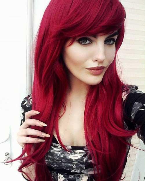 cor de cabelo vermelho cereja em fios lisos