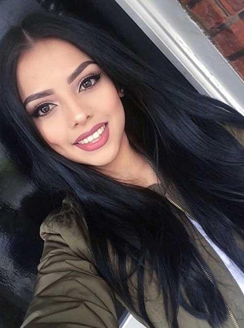 cabelo preto moderno e bonito em mulher maravilhosa