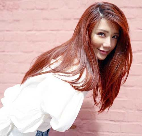 cabelo longo pintado de cor acaju