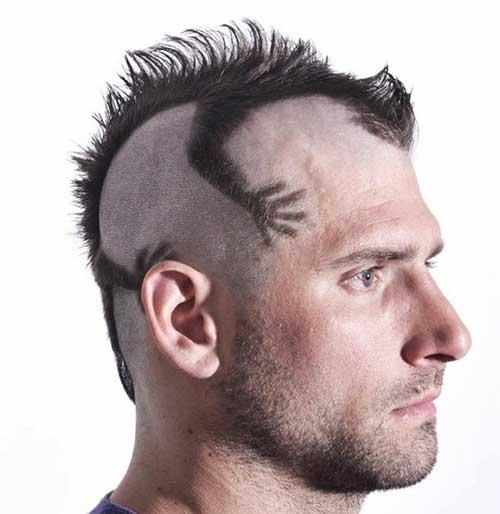 corte de cabelo com moicano estilizado diferente