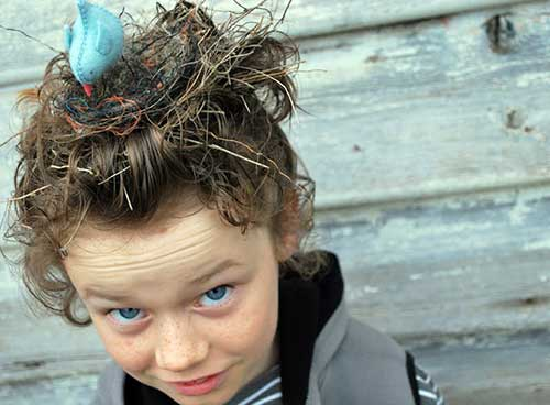 penteado com decoracao para imitar ninho de passaro