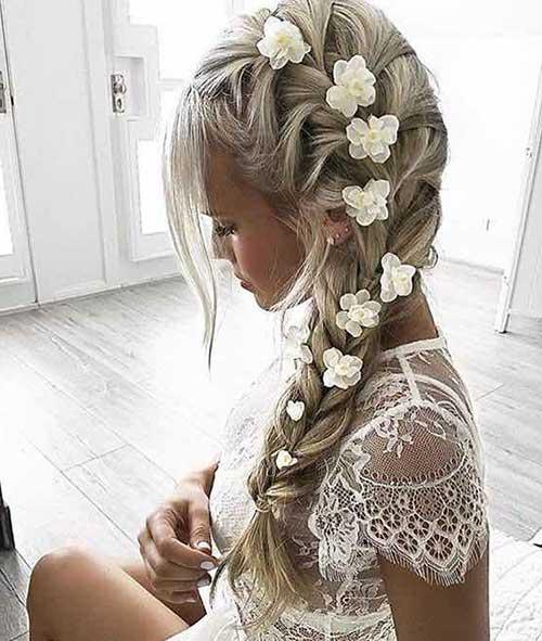 penteado tipo trança com flores