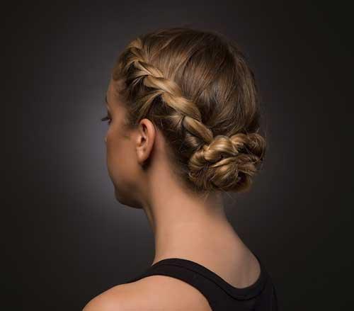 penteado com trança embutida e coque