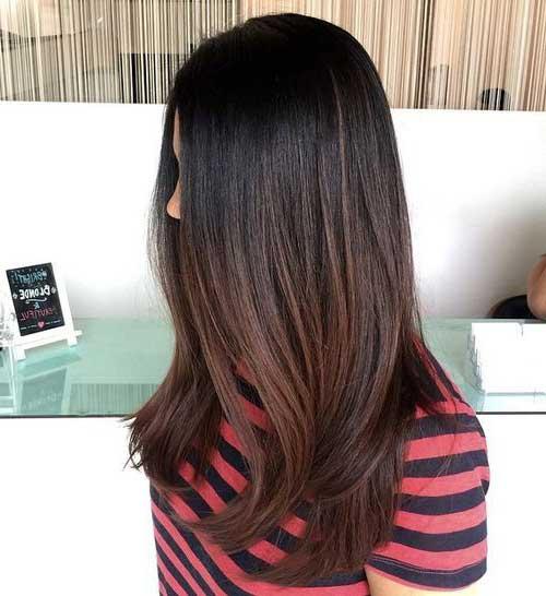 cabelos pretos com mechas castanhas sutis