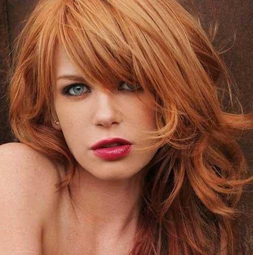 cabelo strawberry blonde em mulher de pele branca