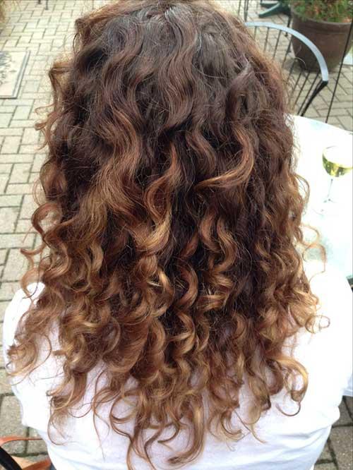 ombre hair caramelo em cabelo cacheado marrom