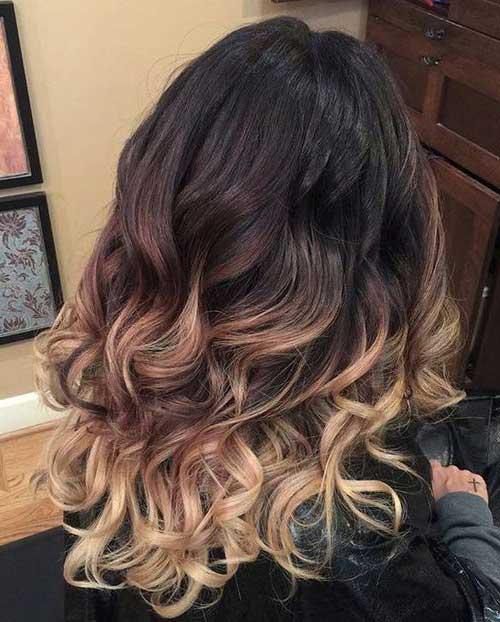 foto do pinterest de cabelo escuro comprido iluminado em tons loiros e marrons