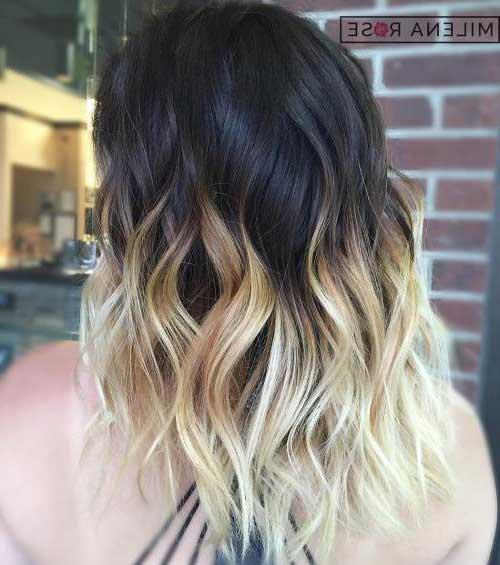 cabelo preto com mechas loiras platinadas marcantes