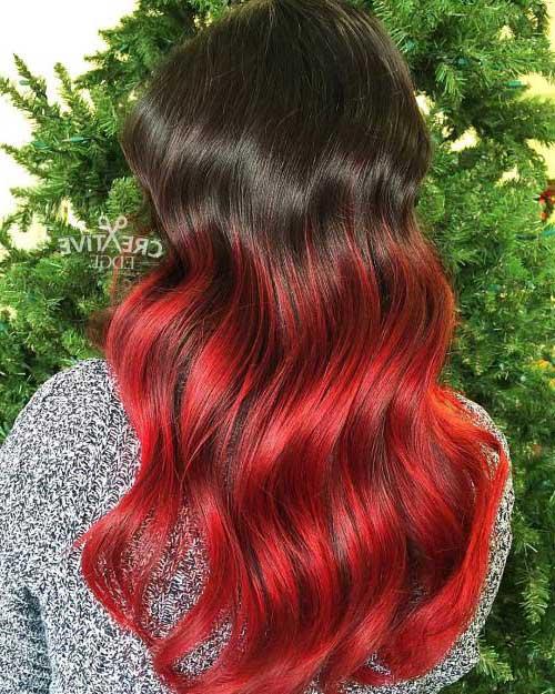 cabelo preto com mechas ombre vermelho fantasia