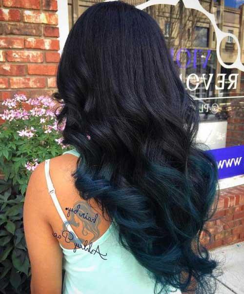cabelo preto comprido com ombre hair azul turquesa