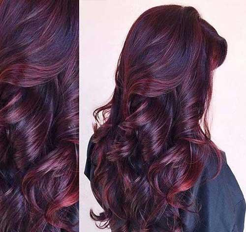 cabelo preto colorido com borgonha vermelho