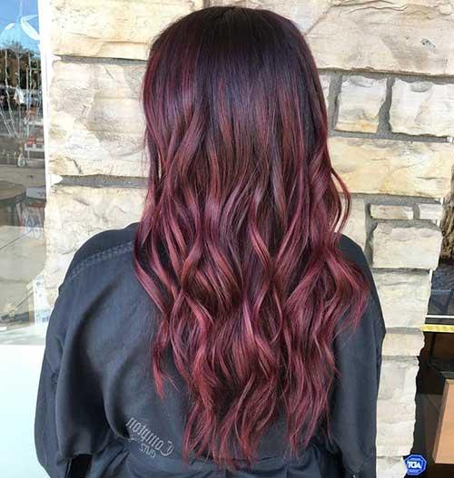 reflexos rosa no cabelo vinho ficam bonitos