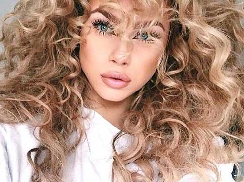 cabelos cacheados dourados e bonitos