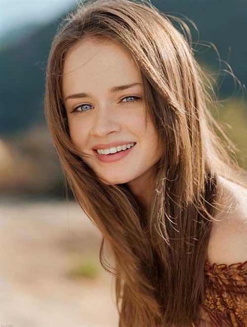 cabelo castanho claro com olhos azuis