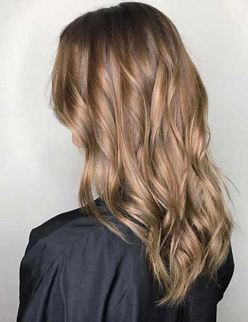 cabelo marrom claro com reflexos dourados