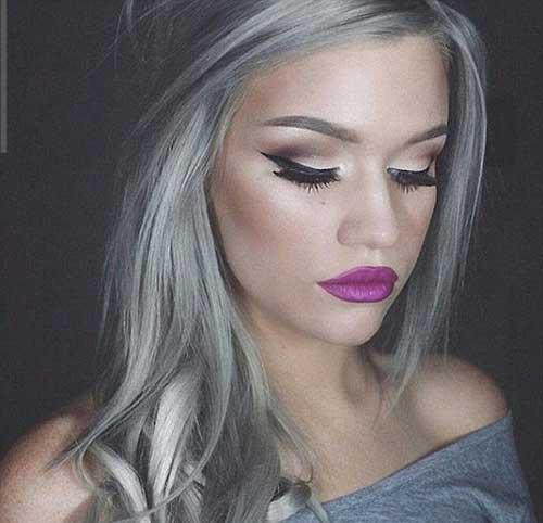 cabelo de morena com coloraçao cinza platinada
