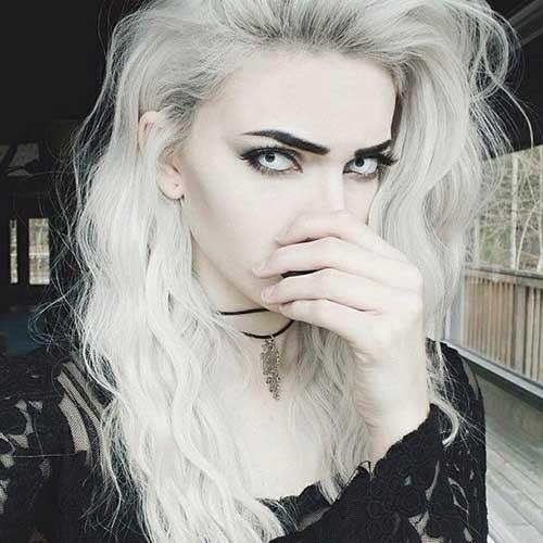 cabelo loiro platinado branco e pele clara