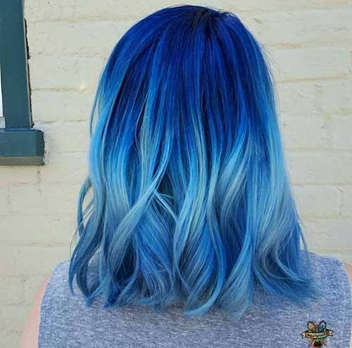 cabelo em tons azuis escuros e claros bonito