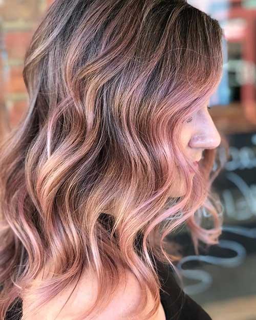 cabelo escuro com mechas rose gold bonitas