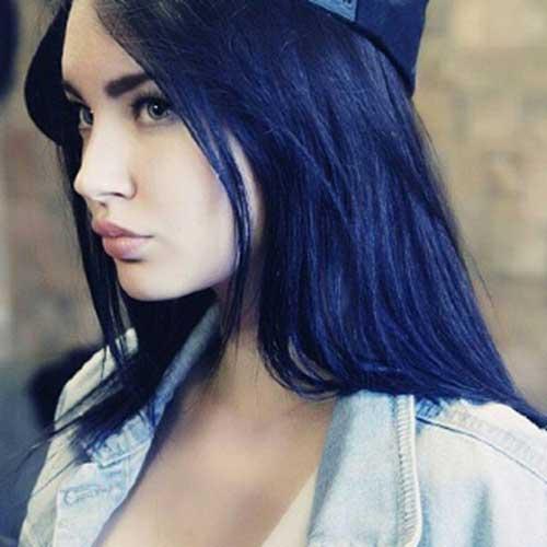 madeixas pretas azuladas em pele clara