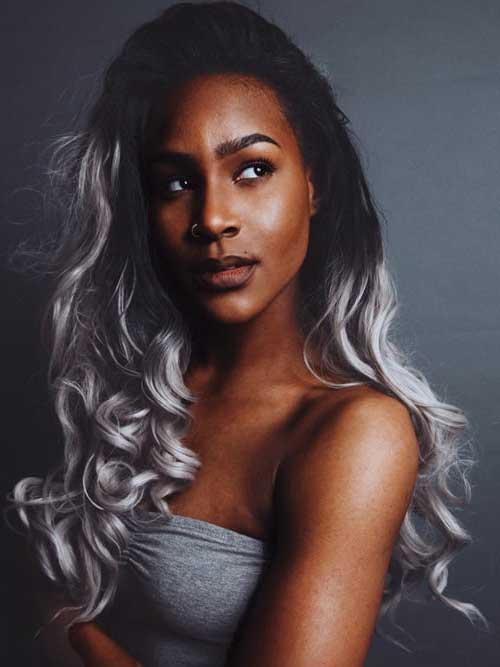 foto de cabelo de mulher negra com ombre prata