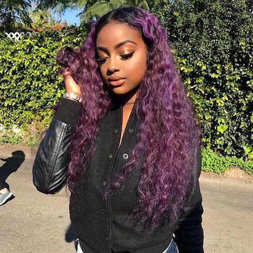 foto de cabelo de mulher negra com tons lilas e violeta