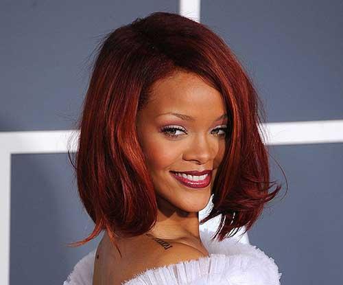 foto da rihanna usando cabelos vermelhos
