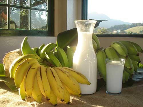 como alisar os cabelos em casa fazendo progressiva natural de leite com banana