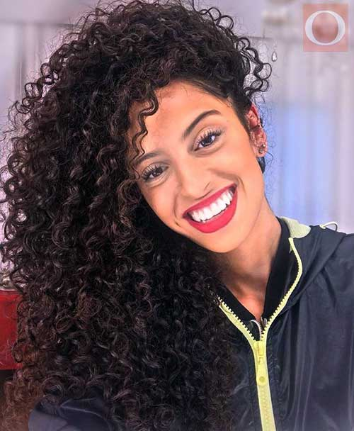cabelo cacheado feminino volumoso e bonito