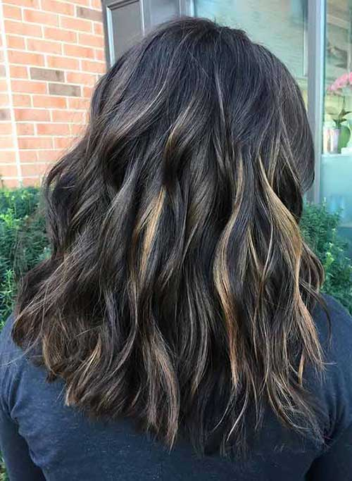foto de cabelo escuro com balayage loira