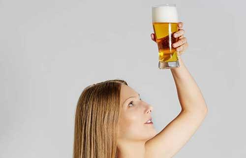 receitas caseiras de cerveja no cabelo