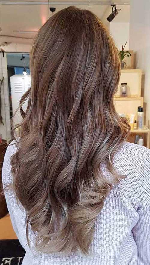 cabelo marrom com pontas loiras