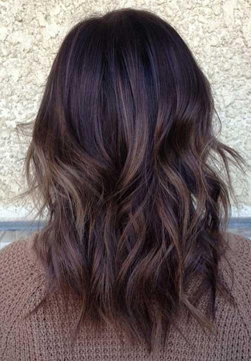 imagem de cabelo escuro com pontas cor de canela