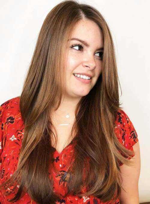 foto de mulher gordinha com cabelo longo em camadas