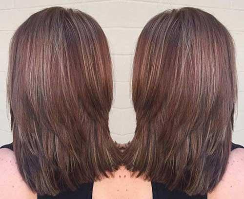 foto de cabelo chocolate com mechas loiro gelo
