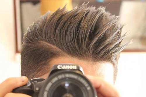 foto de cabelo masculino espetado visto de perto