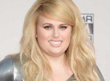 imagem de cabelo loiro comprido com franja para mulher gordinha