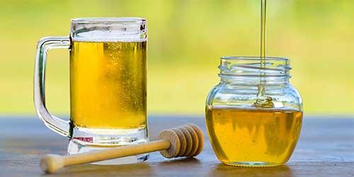 imagem de mascara de mel e cerveja para hidratar os fios