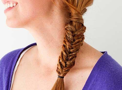 penteado tipo mini tranças que parece com trança espinha de peixe