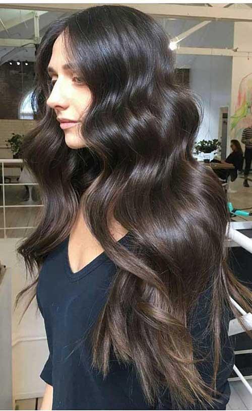 imagem de cabelo com mechas sombre chocolate